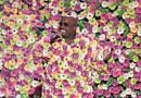 Cee Lo Green suprises UK with flowers