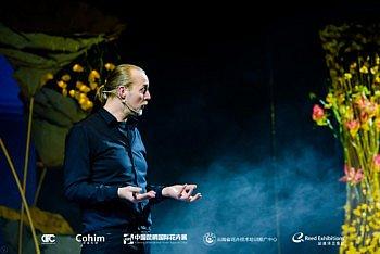 Tom De Houwer The World's Leading Floral Artist in Spacial Design Kunming China 2020 International Floral Trend Forum inspiration WeChat viral affect students Cohim flower school technique theory teacher speaker Fleur Creatif