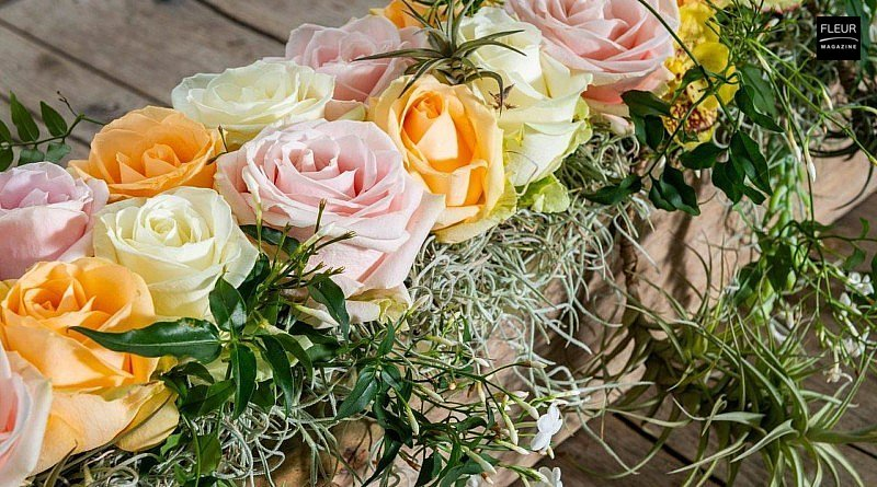 rose love joy happiness affection table decorations diy interior flowers vases creations floral art designs Avalanche Decofresh coloured roses soft pastel stonecrop jasmine spanish moss orchid oasis plants Fleur Créatif