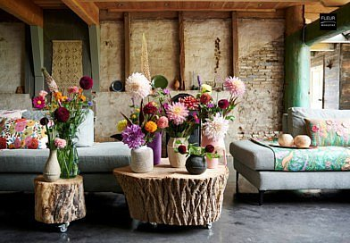 Style trend 2020 Blended Cultures globalisation modern technology world colours smells cultures mix styles materials inspiration mixture folklore influences different ethnic backgrounds ceramic vases woven plant pots artisan industrial colour palette natural colours dark orange rust shades flowers plants floral art floral design florists green blooms bouquets flower combinations handcrafted gerbera anthurium ranunculus Fleur Créatif magazine
