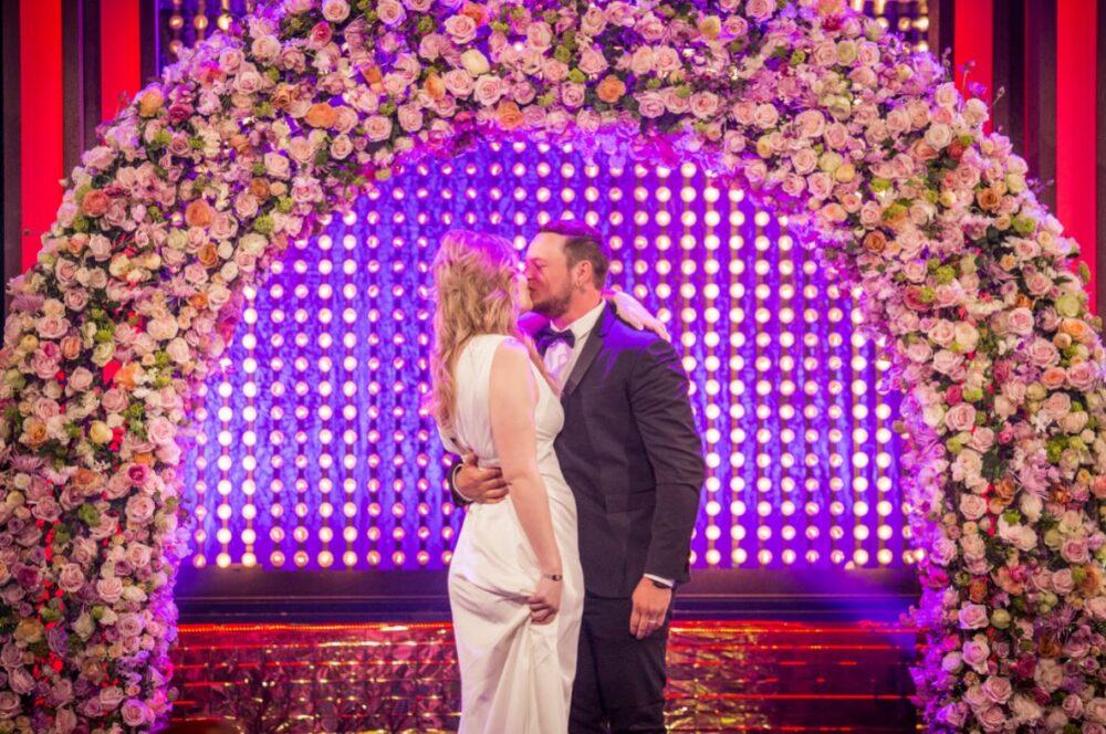 Sein schöner Blumenbogen bei einer TV-Hochzeit. ©Stefan Van Berlo
