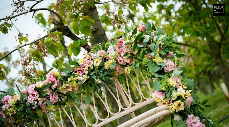 Fleur Creatif Magazine: Get inspired by these wedding designs with Lisianthus.